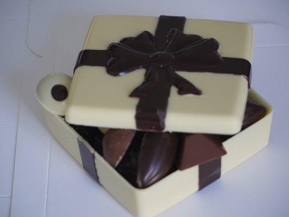 Boîte cadeau de 150g, peut être garnie de 130g de chocolats