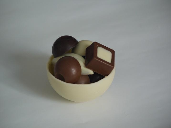 Demi-sphère de 30g, peut être garnie de 70g de chocolats