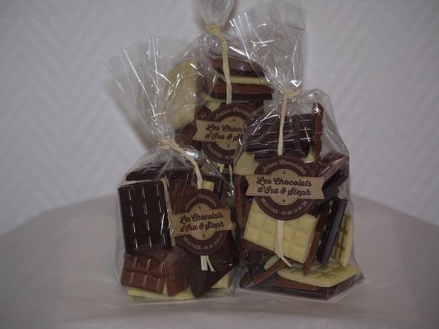 Mini tablettes, chocolat blanc, lait et noir, en sachets 100 150 et 200 grammes