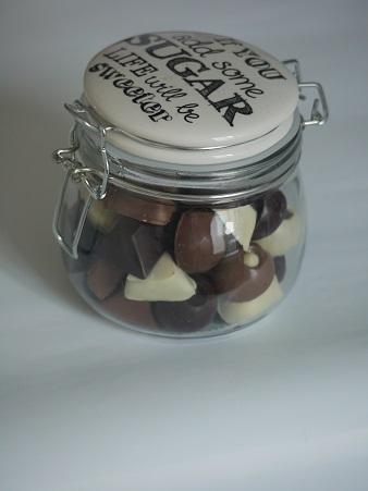 Pot à chocolats 4€ pièce, peut contenir jusqu'à 270g de chocolats