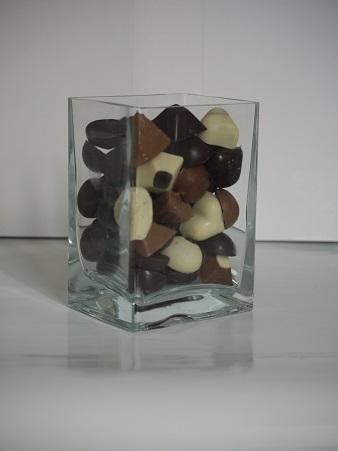 Vase 14 cm 7€ pièce, peut contenir jusqu'à 420g de chocolats
