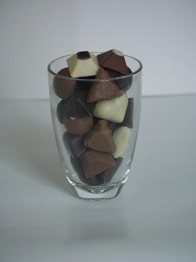 Verre à eau 4€ pièce, peut contenir jusqu'à 250g de chocolats